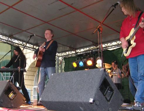 Luboš Pospíšil koncertuje s obnovenou kapelou 5P, kterou dále tvoří kytarista Bohumil Zatloukal (též Hudba Praha) a o generaci mladší muzikanti: klávesista a kytarista Ondřej Fencl (též Schodiště, Nahoře Pes, Hromosvod, Uširváč…), bubenice Pája Táboříková (též Nahoře Pes, Lucie revival…) a baskytarista Martin Štec (ex-Vltava).
