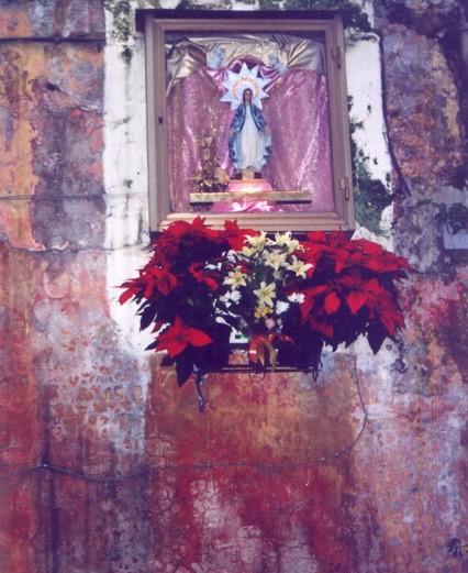 Neapol - s Pannou Marií v uličkách